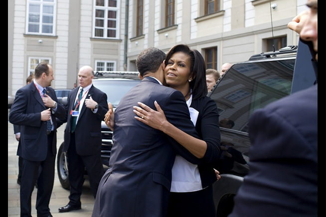 Barack and Michelle Obama Hug Goodbye